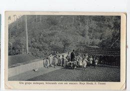 Ph3 - SAO TOME - S. THOMé - ROCA BINDA - Um Grupo Muleques, Brincando Com Um Macaco - Sao Tome Et Principe