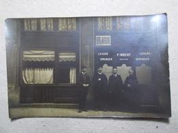 Carte Postale  - PHOTO - Personnages - Devanture De Magasin à Localiser (3101) - Photographie