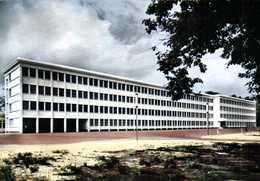 CPSM Grand Format 28 MONTARGIS (Loiret) Le Lycée En Foret  Colorisée RV  Edition MAGE  J DERENNE - Montargis