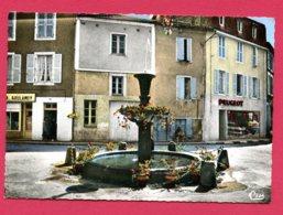 CPSM (Réf : Y076) CONFOLENS (16 CHARENTE) Cc 157 LA FONTORSE : Vielle Fontaine D'époque Renaissance (magasin Peugeot) - Confolens