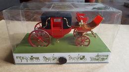 Brumm - 1:43 - Koetsen En Paarden - Historical Carriage, Nr 5 Landau, Rood - Brumm