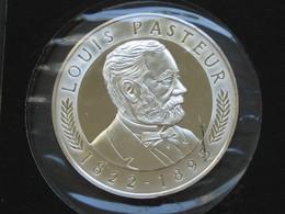 Médaille  100 Eme Anniversaire LOUIS PASTEUR 1822-1895  **** EN ACHAT IMMÉDIAT **** - Professionnels / De Société