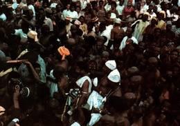 CPM - NIGERIA - OBA OYEKAN II - Foule Le Jour Du Bonnet  ... - Nigeria
