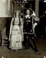 FANCY DRESS CARNIVAL AT HALLAND PARK SKATING RINK MR COURSE MISS PICKARD  21*16 CM Fonds Victor FORBIN 1864-1947 - Sin Clasificación