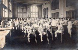 Carte Photo,mutilés De Guerre Français Prisonnier Dans Un Hôpital En Allemagne. - Krieg, Militär