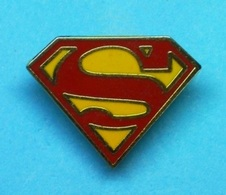 1 PIN'S //    ** LOGO / SUPERMAN ** . (™& © DC Comics INC. 1944) - BD