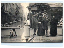 75 Paris - Carrefour Des Rues De Verneuil Et Du Bac - Commerce Boulangerie  - Inondations De  1910 - 7ème Arrondissement - Alluvioni Del 1910
