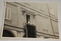 Vieille Photo, Old Photograph, Fotografía Antigua / Pape Agitant De La Fenêtre, Pope Waving From The Window - Personas Anónimos
