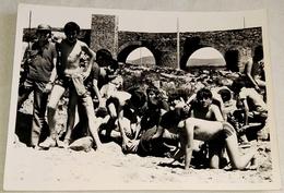 Vieille Photo, Old Photograph, Fotografía Antigua / Une Bande D'enfants Lors D'une Journée De Baignade Dans La Rivière - Personas Anónimos