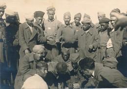 Photo-carte Stalag VIII C Sagan Prisonniers De Guerre Ethnique WWII Africains - War, Military