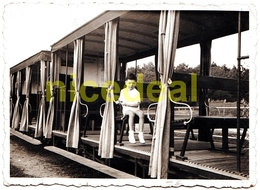 Ancienne Photo N&B Amateur Enfant Tramway Tram Train Chemin De Fer Royan 17200 Tirage Original Gevaert Ridax Wagon 1936 - Eisenbahnen