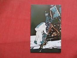 Astronaut Edwin Aldrin  Descends Steps Of Lunar Module Ladder  -ref    3550 - Space