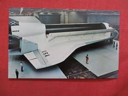 Shuttle Orbiter Mock Up ------------ -ref    3550 - Space