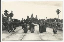 Cambodge - Angkor - Danseuses Royales Devant Angkor - Cambodge