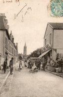 ARROMANCHES ( 14 ) - Une Pelle, Rue De La Mairie - Arromanches