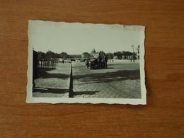 WW2 GUERRE 39 45 VERSAILLES SOLDATS ALLEMANDS ET LEUR VEHICULE  GARE DEVANT LE CHATEAU - Versailles