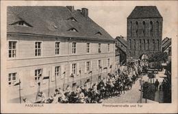 ! Alte Ansichtskarte Aus Pasewalk, Prenzlauerstraße, Kürassiere, Militär, Soldaten - Pasewalk