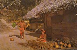 Tahiti Vie Quotidienne  Vahiné Et Homme Nu Transport Fruits  Timbrée Fidji  Suva 1971 - Polynésie Française