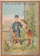 Chromo Carte Publicitaire - Au Louvre De Lyon Enfants Children Playing Chien Dog Hond Reclame Publicite Pub - Autres