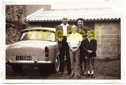 Ancienne Photo Amateur N&B Famille Simca 9 Aronde P60 Loire Atlantique 44 Saint Nazaire Tirage Argentique Original 1960 - Persone Anonimi