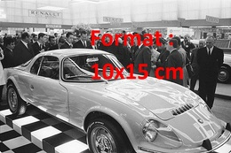 Reproduction Photographie Ancienne Du Général De Gaulle Devant La Nouvelle Matra Au Salon De L'automobile à Paris 1967 - Reproductions