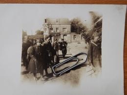 WW2 GUERRE 39 45 BREST  PHOTO SOLDATS ALLEMANDS PRISONNIERS FRANCAIS QUITTANT BREST COMMERCE DETRUIT - Brest