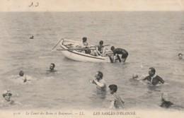 ***  85  ***  LES SABLES D'OLONNE  Le Canot Des Bains Et Les Baigneurs  TTBE  Timbrée - Sables D'Olonne