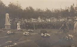 Carte Photo Réelle - Rassemblement Cimetière - 1914 - Monuments Aux Morts