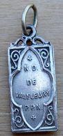 Mad-290 Médaille Rectangulaire Finement Travaillée  N.D. De Valfleury De 26mm/11mm, Poids=2,30g - Godsdienst & Esoterisme