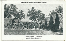 ( BOUGAINVILLE )( PAPOUASIE NOUVELLE GUINEE )( ARCHIPEL DES SALOMON ) PLACE DE VILLAGE - Papouasie-Nouvelle-Guinée
