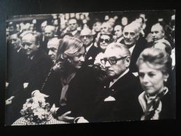 REINE PAOLA DE BELGIQUE INVITÉ ÉVÉNEMENT HÔTEL DE VILLE BRUXELLES PAR SOCIÉTÉ TOURING  CLUB BELGIQUE TCB 5 PHOTOS  1977 - Personnes Identifiées