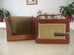 Ancienne Radio Translitor Seven (Pizon Bros) En état De Fonction (0,28cm X 0,11 Cm H 0,21) Avec Son étui En Cuir - Apparatus