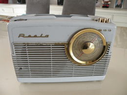Ancienne Radio Transistors (Roola) En état De Fonction (0,23 Cm X 0,10 Cm H 0,16 Cm) - Apparatus