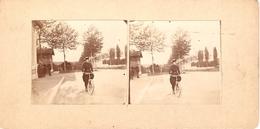 Photographie Stéréo Amateur, Yèbles-Guignes (77), 1901, Mlle Aubry En Bicyclette, Devant La Gare ? - Stereoscoop