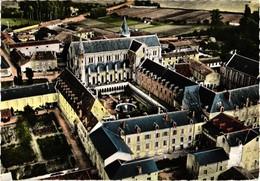 86 .. LA PUYE  .. VUE SUR LA COUR INTERIEURE DE LA MAISON MERE DES FILLES DE LA CROIX ..  1963 .. LAPIE - France