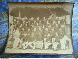 GRANDE PHOTO ORIGINALE Militaria LES ENFANTS DE LA MAYENNE CLASSE 1893 / 12 SUR LE COL - War, Military