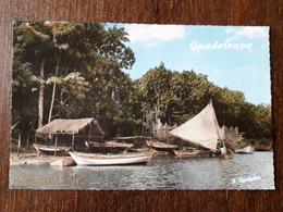 L21/1176 Guadeloupe. Bord De Mer D'un Village De Pêcheur - Unclassified