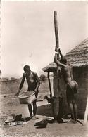 Cpsm Ouagadougou Haute Volta Femmes Pilant Le Nil - Ansichtskarten