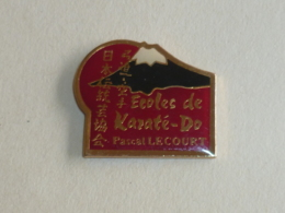 Pin's ECOLE DE KARATE-DO PASCAL LECOURT - Judo