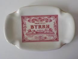 Joli Cendrier Pub Byrrh Violet Frères Thuir Pyrénnées Orientales Porcelaine De Baudour Société Des Pavillons - Porcelaine