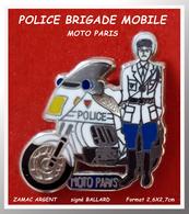 SUPER PIN'S POLICE-MOTO PARIS : ZAMAC ARGENT Signé BALLARD, Clou Serti, Format 2,6X2,7cm - Police