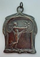 Medaille Bronze Argenté. F. Dubois. Exposition Concours Du Travail Manuel 1902. Art Nouveau. 68x52 Mm - Professionnels / De Société