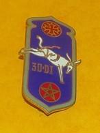 30° Division D'Infanterie, MAROC, émail, Dos Lisse Gravé, Bleu Foncé,  FABRICANT DRAGO PARIS  ,HOMOLOGATION 1445, ETAT V - Armée De Terre