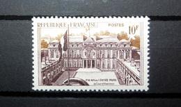 FRANCE 1957 N°1126 ** (SÉRIE TOURISTIQUE. PALAIS DE L'ÉLYSÉE, PARIS. LA COUR D'HONNEUR. 10F GRIS-VIOLET ET BISTRE) - Nuovi