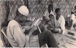 AFRIQUE NOIRE - NIGER ( Métiers Artisanat ) Un Atelier De Broderie Africaine / An African Embroidery Workshop - CPSM PF - Niger