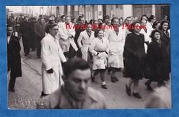 Photo Ancienne - CAEN - Manifestation D' étudiant De La Faculté De Médecine ? Pharmacie ? - Garçon Avec Faluche - 1947 - Professions