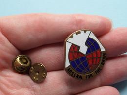 INSIGNE ( Pin ) U.S.A. > Te Identificeren / à Identificier / IDENTIFY ( ARSENAL FOR THE BRAVE ) > ( See Photo ) ! - Insignes & Rubans