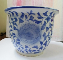 Rare Big White And Blue China Porcelain Flowerpot Without Signature - Ming Dynasty Or Later? - Céramiques