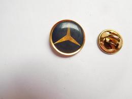 Beau Pin's , Logo Auto Mercédés - Mercedes