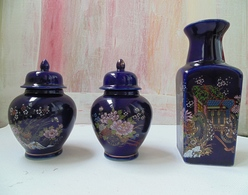 Kutani Style Japanese Cobalt Three Pieces Porcelain With Fuku Stamp And Inside Marks - Céramiques